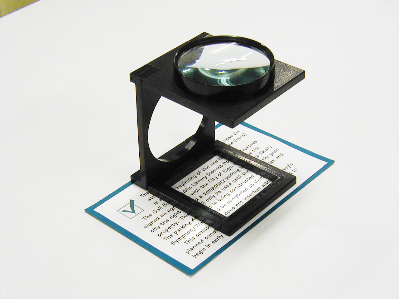 2X Giant Size Foldable Magnifier